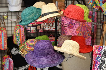 Francia, Corsica - colorful hats in a market