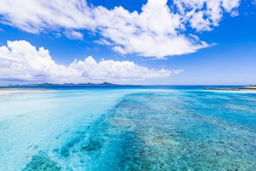 海、雲、風景。沖縄、日本、アジア。