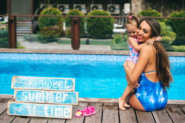 Pool pregnant mother and child