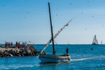 Bateaux de pêche rentrant au port.