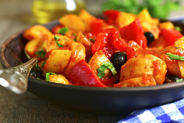 Mediterranean potato ragout with bell pepper and olives.