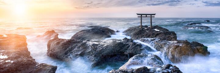 Fototapete - Japanisches Torii am Meer
