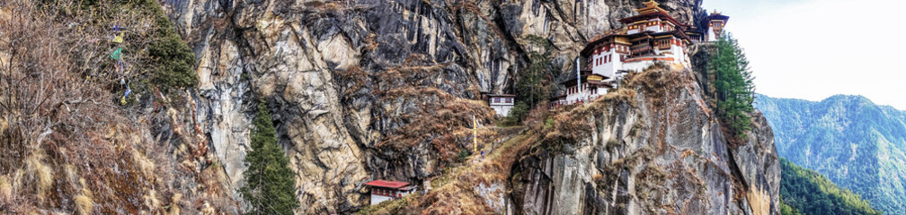 Fototapete - Taktshang Goemba or Tiger's nest Temple or Tiger's nest monastery the beautiful buddhist temple.The most sacred place in Bhutan is located on the high cliff mountain with sky of Paro valley, Bhutan.