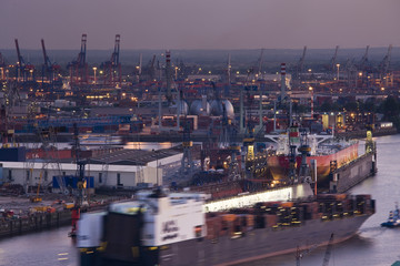 Germany, State of Hamburg, Hamburg, Elbe River and shipyard traffic