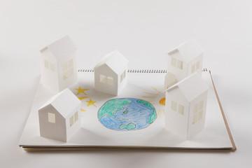 地球と月と太陽の絵と紙の家