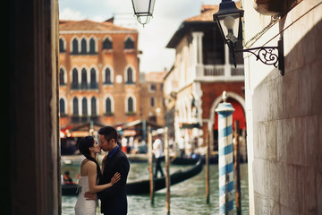 Newlyweds couple walking in Venice