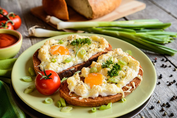 Fried bread slices with eggs, cheese and green onion