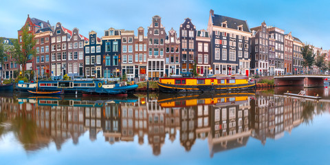 Photo sur Toile Amsterdam Panorama of Amsterdam canal Singel with typical dutch houses and houseboats during morning blue hour, Holland, Netherlands.