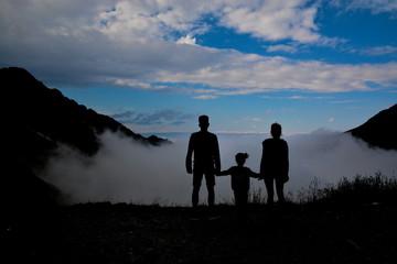 Fototapeta Rodzina w górach obraz