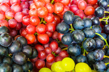Fototapete - Pile of Red, Black and White Grapes