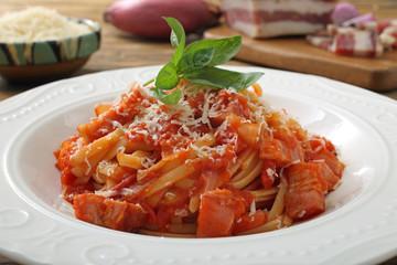 pasta amatriciana piatto tipico della cucina italiana