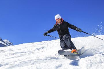 dynamisch Skifahren in der Telemark-Technik