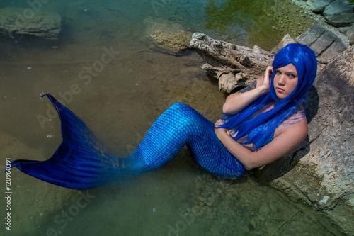 Meerjungfrau Schaut Zum Betrachter Stock Photo And Royalty Free