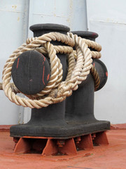 Ship bitt with coiled rope