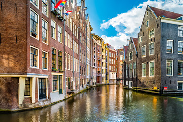 Fototapete - Typical Amsterdam canal and dutch medieval architecture on a sunny morning