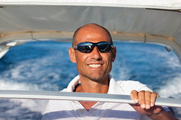 Alla guida in barca