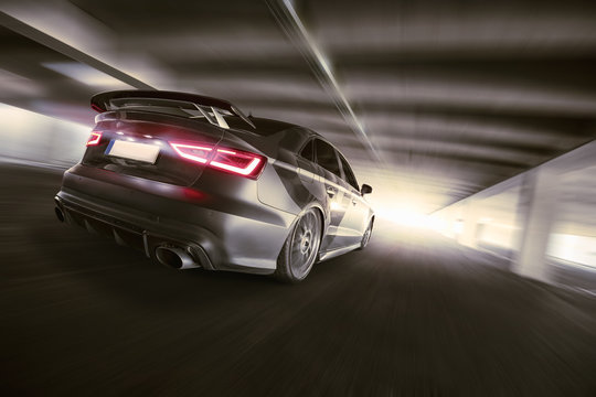 schnelles Auto im Tunnel