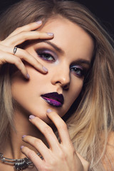 Foto op Plexiglas Beauty Beautiful girl with dark purple lips