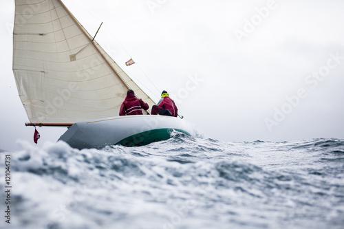 Segelyacht im sturm  Klassische Segelyacht im Sturm
