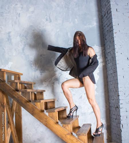 Накажет Сексуальную Подругу На Лестнице