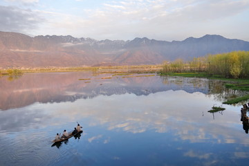 beautiful nature of Dal Lake in Kashmir, India