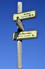 Cartel indicador para senderistas.