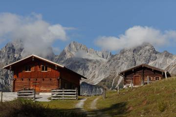 Urige Berghütte in den österreichischen Alpen