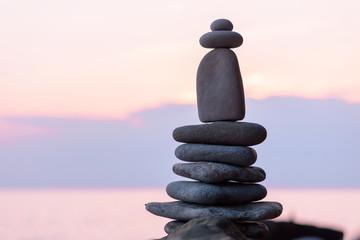 Pyramidal balance of pebbles