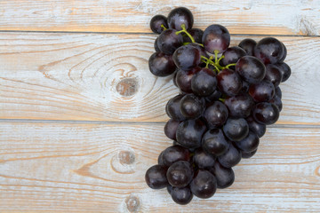 Bunch of fresh organic purple,black grapes on a empty copy space background with a blank label tag
