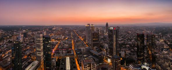 Frankfurt am Abend Skyline panorama