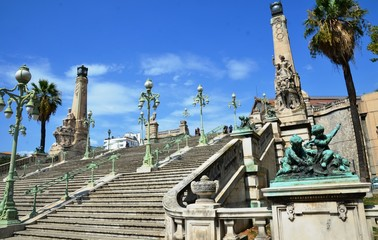 2 pylônes et 104 marches, Escalier monumental de la Gare de Marseille Saint Charles