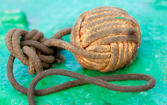 Wicker ball (Monkey fist) for throwing a thin rope