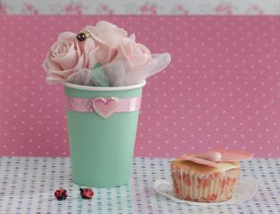 Кекс и розы
