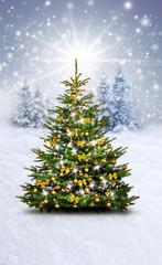 Wall Mural - Verschneiter Weihnachtshintergrund mit Goldenem Christbaum