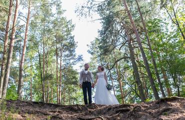 Wedding couple in park.