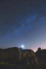 hermosa noche estrellada bajo la Vía Láctea