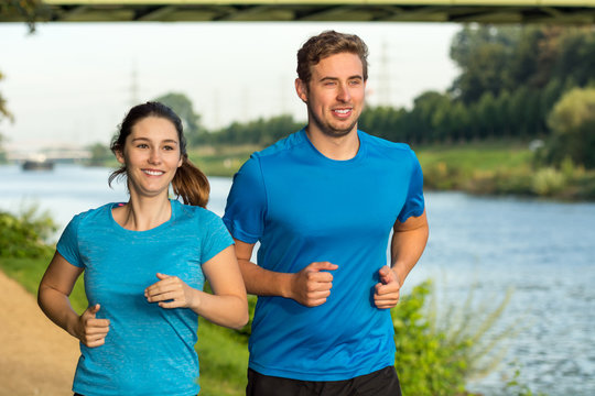 gemeinsam am rhein joggen