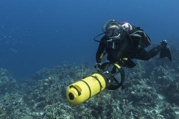 Unterwasser - Riff - Scooter - Koralle - Schwamm - Taucher - Tauchen - Curacao - Karibik