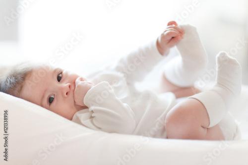 Close up portrait of cute baby stockfotos und lizenzfreie bilder auf bild 121338936 for Babybett testsieger 2016