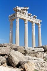Руины храма Аполлона в древнегреческом городе Сиде, Турция