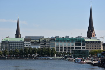 Foto op Plexiglas Panoramafoto s View from a cruise on Lake Alster in Hamburg, Germany