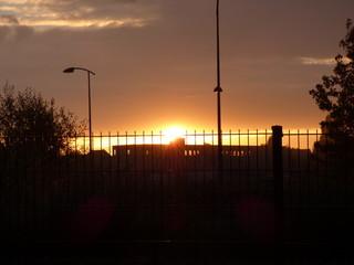 lever de soleil sur bâtiment