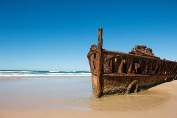 Foto op Plexiglas Schipbreuk Shipwreck on the beach of Fraser Island, Queensland, Australia