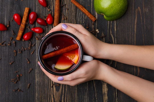mulled wine with green apple
