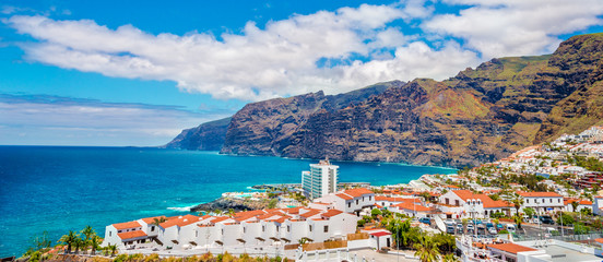Photo sur Aluminium Iles Canaries Los Gigantes mountain in Puerto de Santiago city, Atlantic Ocean coast, Tenerife, Canary island, Spain