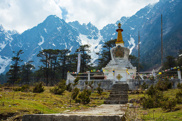 Wall Mural - The stupa at Yumthang Valley in Lachung, North Sikkim, India