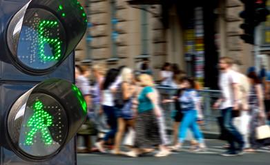 Fotomurales - traffic light on people walking background