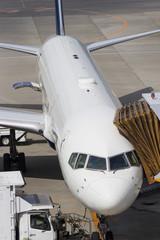 ボーディンゲートで待機する旅客機
