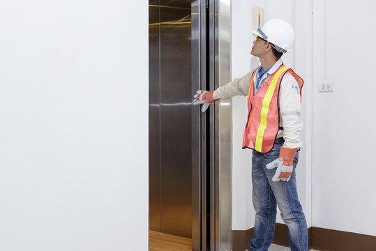 Technician - Engineer investigate work adjustment mechanism lift