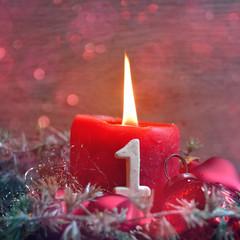 rote Adventskerze - erster Advent